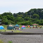 三戸浜海岸でキャンプ・バーベキューを楽しむ人たち